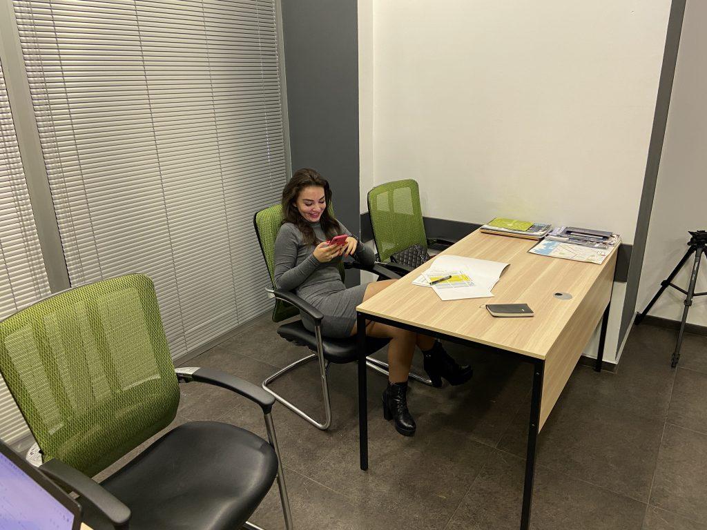 Яна в Офисе